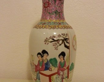Beautiful Asian Ceramic Vase with Pretty Design