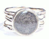 Textured Band Cremation Ring with 10mm Circle Setting - Sterling Silver Pet Ashes Jewelry
