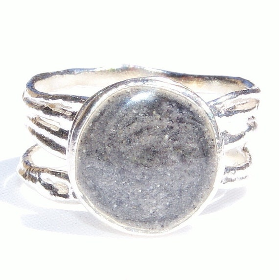 Textured Band Cremation Ring With 10mm Circle Setting