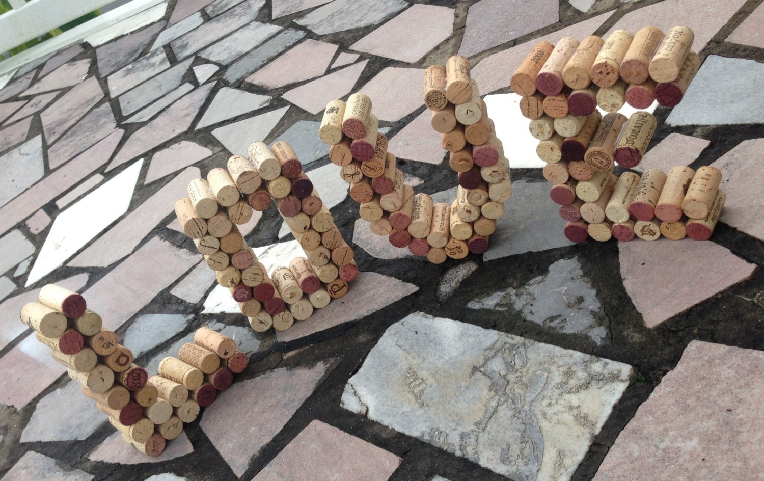 Love wine corks wedding table decor upcycled for Decorating with wine corks