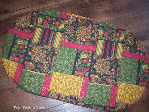 Red, Black, Green & Gold Oval  Placemats, Christmas  Centerpiece
