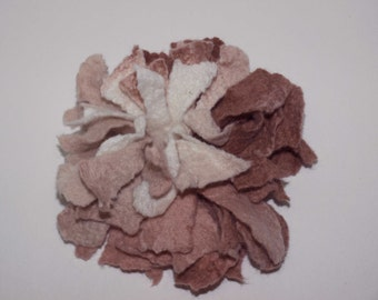 Felted Flower Brooch Beige Pink