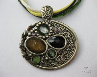 Round Shape Vintage Bronze Pendant Necklace - 4322