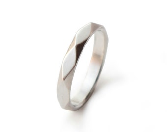 FACETTE - geometrically faceted ring in 925 Sterling Silver