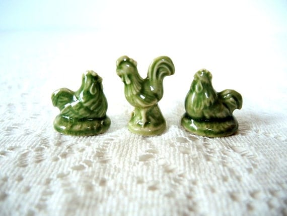 Green Hens & Rooster Wade Figurines Red Rose Tea Porcelain Animals Holiday Decor