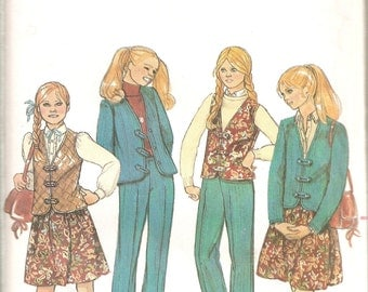 UNCUT! Reduced! Butterick Girls Pattern 3986 - Girls Skirt, Top, Pants, Vest and Shorts Size 10