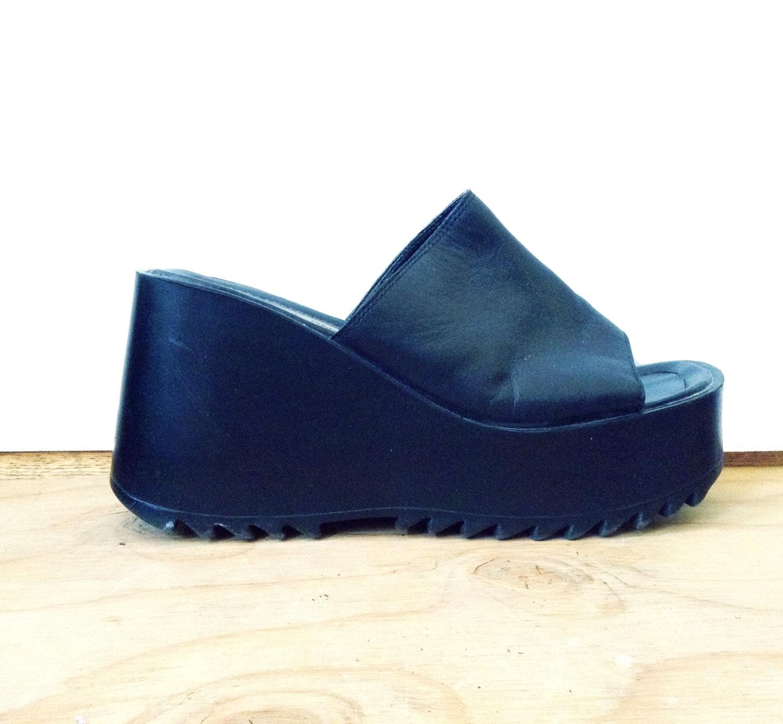 90s Black Platform Chunky Sandals / Slip on / Clean Simple