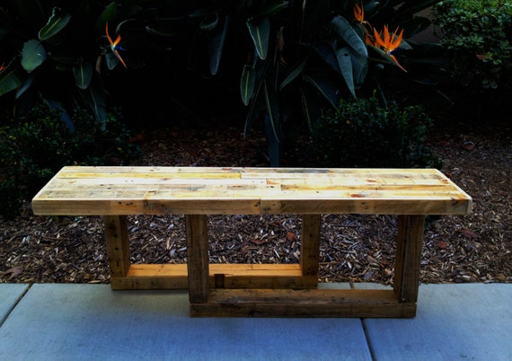 Distressed entry way bench rugged style handmade pallet wood - Banc palette de bois ...