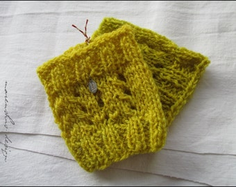 short handknitted  and wristwarmer, 100% wool, self vegetable-colored yarn, yellow-green