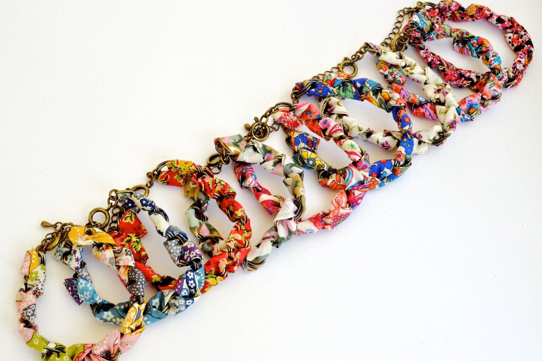 Items similar to bracelet tissu liberty tresse sur chaine bleu rose vert jaune beige - Tissu pour bracelet liberty ...