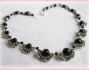 Black fans necklace beading TUTORIAL