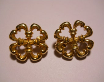 Vintage Sarah Coventry Gold Tone Clip On Earrings