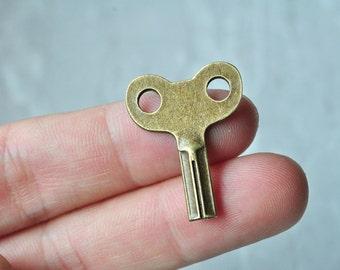 10pcs Antique Bronze Key Charm Pendant 28x22mm PP052