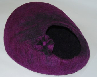 Felted Cat Cave / Cat House / Cocoon / Den / Heather with flower and GIFT