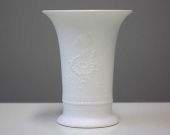 Small bisque porcelain / white vase / Germany AK Kaiser 384//12 / flower relief 70s vintage
