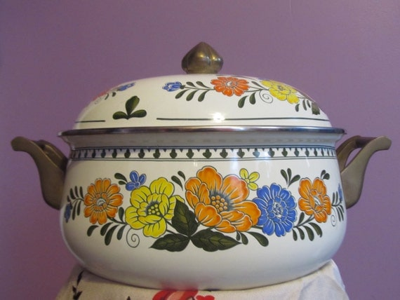 Vintage Newcor Regency Cookware Enamel Stock By