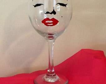The Marilyn wine glass