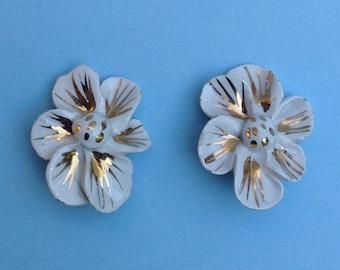 Vintage White Dogwood Clip-on Earrings