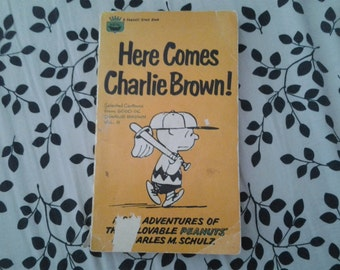 Here Comes Charlie Brown! - Vintage Peanuts Book