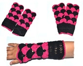 chrochet Wrist warmers / Gloves for Girls pink/black