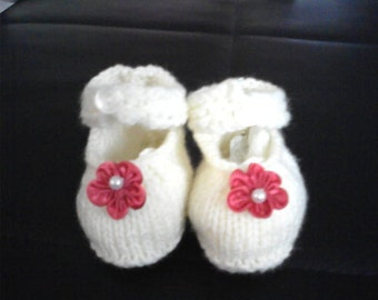 romantic knitted baby booties with flower