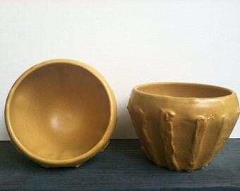 Two bowl set of tan/mustard textured bowls
