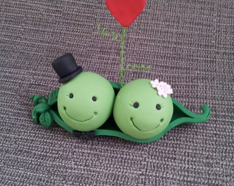 Wedding Cake Topper - Mr & Mrs Pea <3 **FREE SHIPPING**