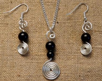 Spiral pendant and earrings with Pearl