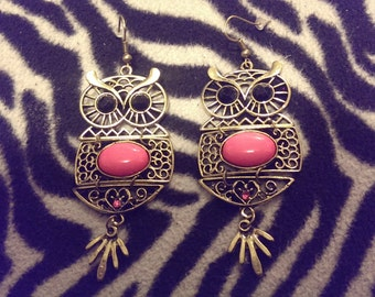 cute vintage looking dangle owl earrings. pink and brassy gold tone