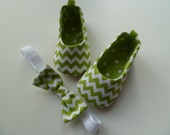 Baby Girl Shoes . Spring Green Chevron Baby Shoes and Headband . Infant Flats Slippers - JibJabbers2