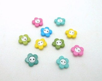 "5/8"" Two-Hole ""Pretty Posie"" Flower Buttons - Package of 10"