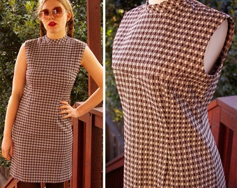 London SCOOTER 1970's Vintage Brown & White Sleeveless Polyester Dress // size Small