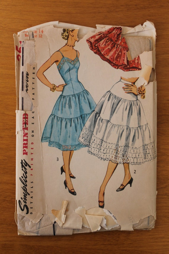Vintage 50s slip and petticoat sewing pattern. Simplicity 4137. Size 14. 0384