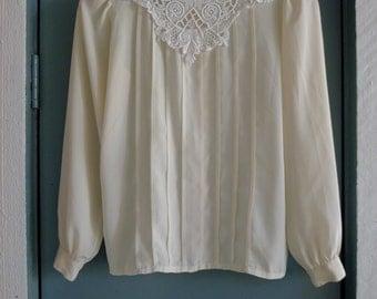 vintage cream pleated puff slv blouse w lace bib s/m