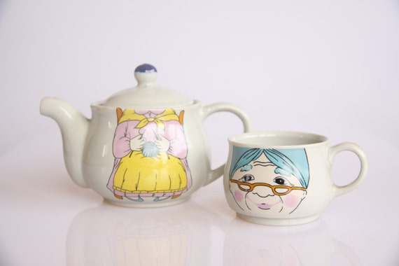 Knitting grandmother teapot and tea cup set, knitter gift, retro kicthen decor, tea lover gift