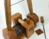 Fine setting 4 pitch English wool comb set with stand.