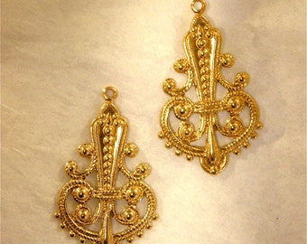 Filigree Brass Fleur de Lis Vintage Brass Stamping (2) Medium