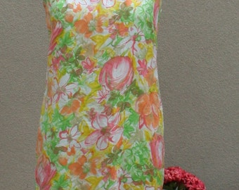 1970s Vintage Floral Shift Dress - Sheath - Peach Coral Green Yellow Flower Dress  - Summer Day Dress - Casual Cool Comfy Easy Wear- 36 Bust