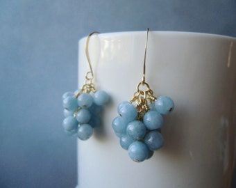 Small cluster earrings. Aquamarine, 22ct gold plated. 2,5 cm / 1'' in