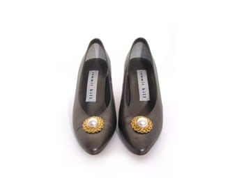 Vintage 90s Metallic Pewter Gun Shell Gray Leather High Heels w Pearl Cabochon Toe women 5.5