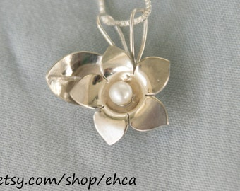 Sterling Silver Stephanotis Flower with 4mm Pearl Necklace