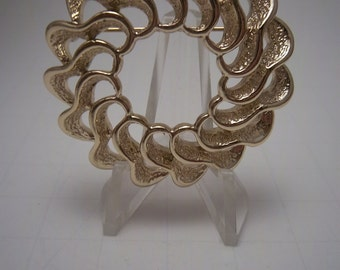 Vintage classic Sarah Cov brooch pin gold tone wreath