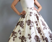 Holiday Sale - 1950s Cream Chocolate Brown Roses Print Full Skirt. Mad Men Fashion. Office. Spring Fashion