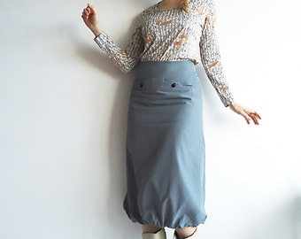 THRiLL in THE CHiLL Vtg Skirt Bubble Style Fitted Hips Grey with Front Pocket and Embroidery For Cool Urban and Outdoorsy People Size S or M