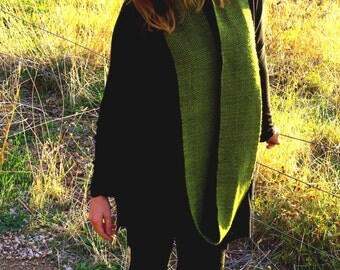 SALE - UNISEX Handwoven Infinity Scarf Cowl // Long Olive Green + Black // GEOMETRIC