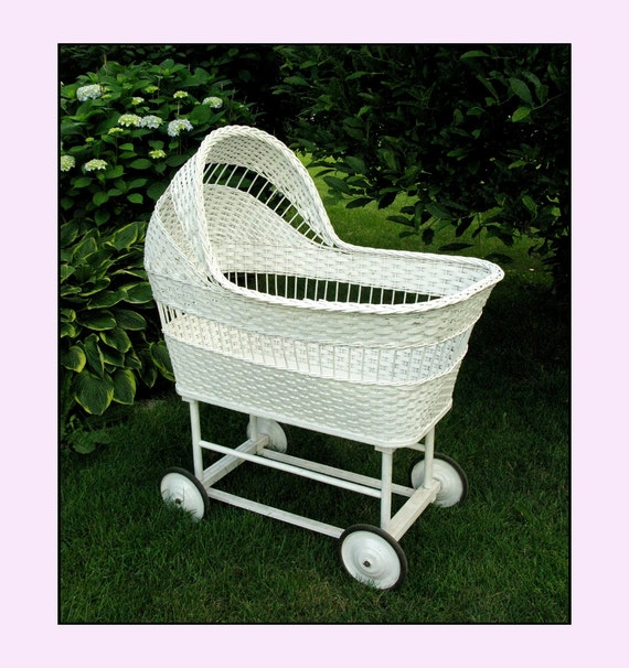 Vintage Wicker Baby Bassinet For A Shabby Chic Sleep
