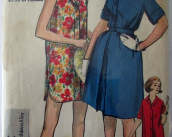 Vogue 5271 Womens 60s Shirtwaist Dress, Shorts and Skirt Sewing Pattern Size 12 Bust 32