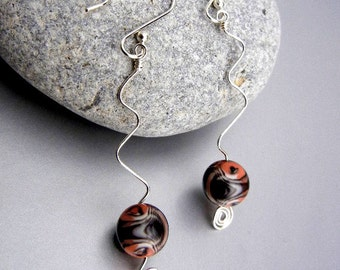 Orange & black earrings of glass beads on silver wire squiggles with spirals // Halloween jewelry // fall jewelry