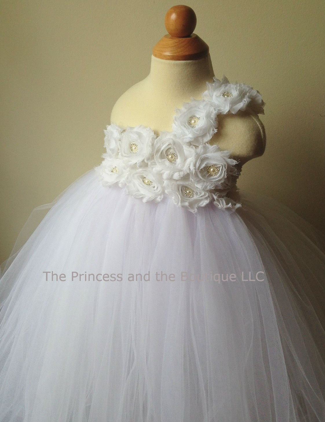 White flower girl dress with white chiffon by Theprincessandthebou