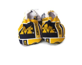 Baby Shoes, Baby Booties - University of Michigan Wolverines Print
